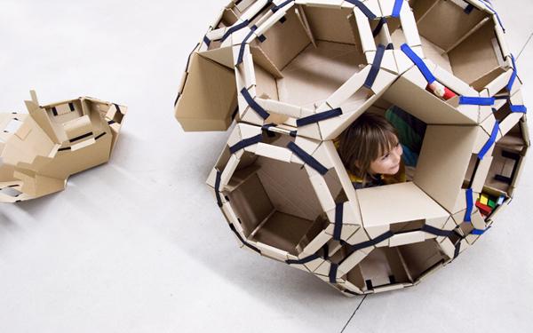 ユニット型の段ボール遊具